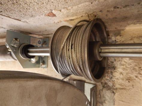 sustituir cable de puerta de garaje