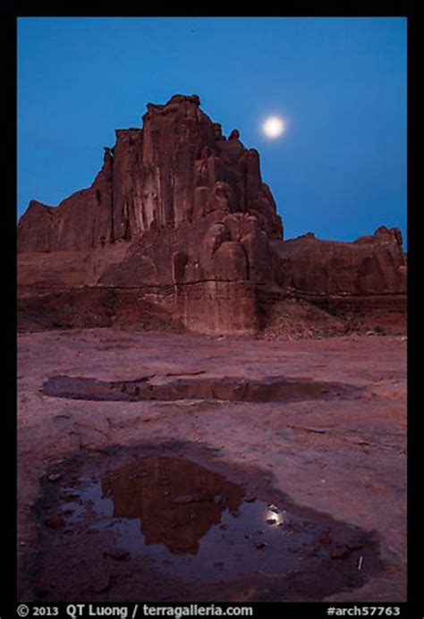 picturephoto courthouse tower  moon  night arches