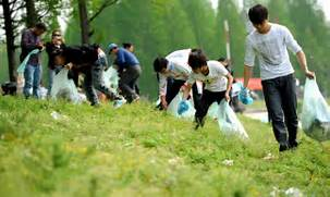 People pick up trash littered along Dongjing River Dike in Qianjiang      People Picking Up Trash Drawing