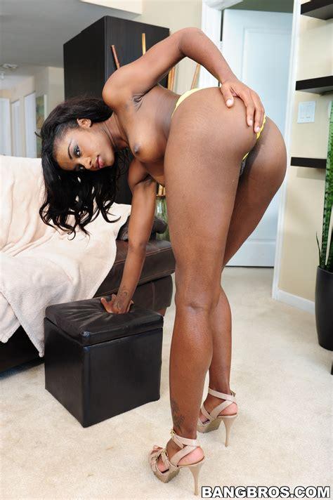 Hot Chocolate Girl Is Posing Naked Milf Fox