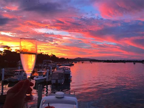 sunset bubbles small noosa boathouse bistro bar