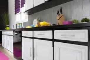 repeindre meubles de cuisine couleur noir et blanc