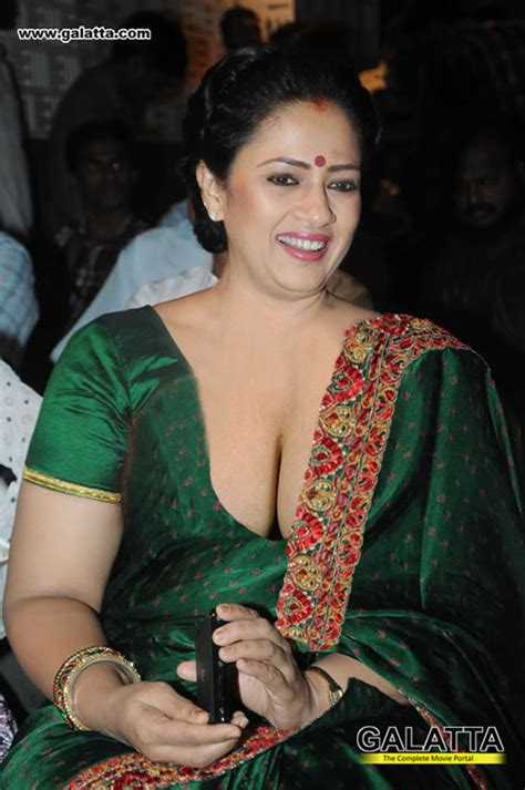 aunties showing their boobs cleavage in sarees page 6 xossip