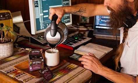 Ausgeglichen mit adaptogenem kaffee mit tulsi & ashwagandha meister deinen stress ohne die flattrigen nebenwirkungen von klassischem koffein, damit du den anforderungen des alltags gerecht werden kannst. Four Sigmatic Adaptogen Coffee Mix with Tulsi & Ashwagandha) - Demonstrative Photo - I Am A ...