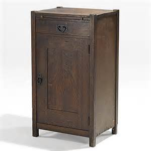 locking liquor cabinet furniture woodworking projects