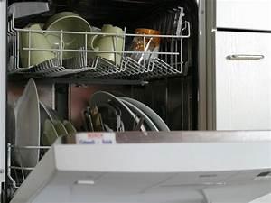 Geschirrspüler Wasser Bleibt Stehen : haushaltstipp so nutzen sie den geschirrsp ler effizient ~ Frokenaadalensverden.com Haus und Dekorationen