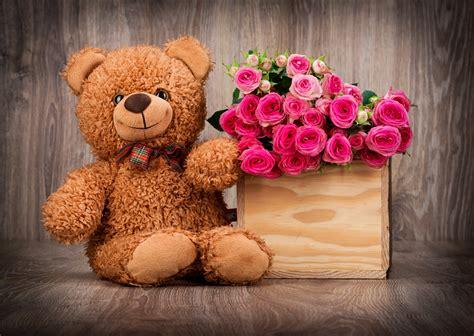 Cute Teddy Bears with Flowers