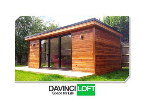 bureau de studio studio de jardin en ossature bois et bureau clé en
