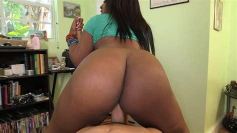 Big Booty Black Girl Layla Monroe Fucking A Long White