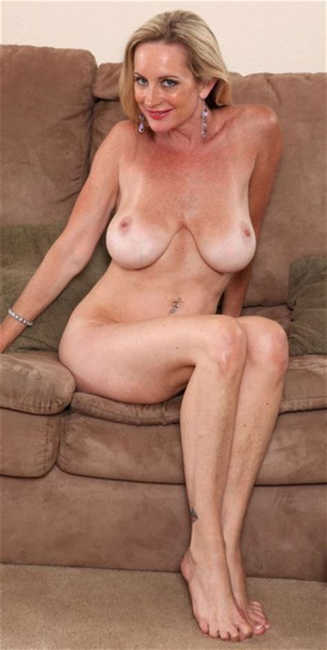 Pretty Blonde MILF In The Nude Imgur