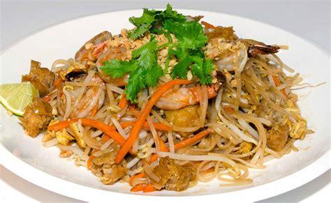 pad thai noodles pad thai noodles