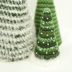 lily razz crochet christmas trees free patterns