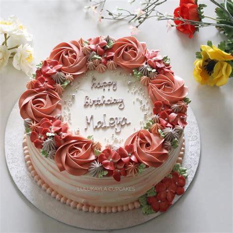 We should give a hugh respect to our mother as we know. Billedet indeholder sandsynligvis: blomst og mad (With images)   Birthday cake for women simple ...