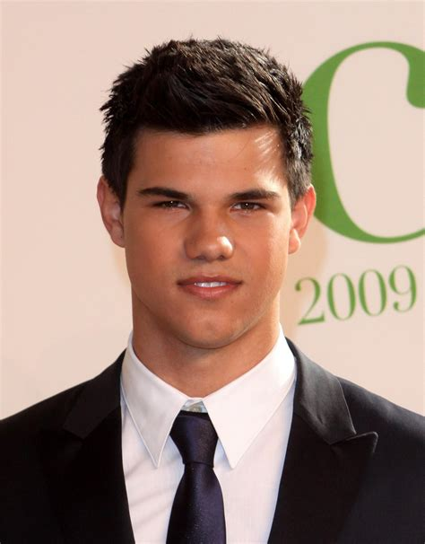Taylor Lautner Is Not Gay Despite A Fake People Magazine