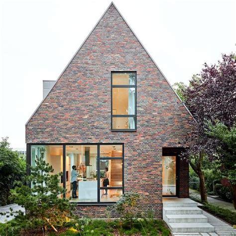 Moderne Häuser Mit Krüppelwalmdach by Modernes Satteldachhaus Mit Backsteinfassade H 228 User