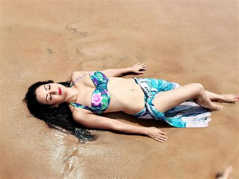 maryam zakaria swimsuit maryam zakaria hot hq navel in shorts pics photoshoots