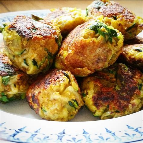 cuisine de courgettes boulettes végétariennes courgettes oignons et curry