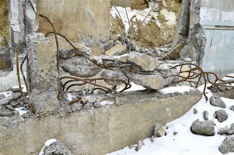 rebar rubble steel cemento armato tondo stapel roestige rusty smashed pile asphalt staven het tangled roestig gebroken staal arrugginite een