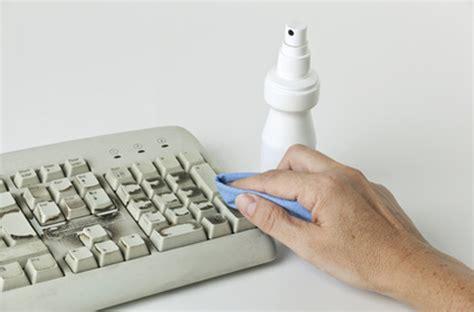 destockage ordinateur de bureau écran souris clavier comment nettoyer ordinateur