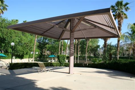 gripping shade for patio deck from extruded aluminum plank