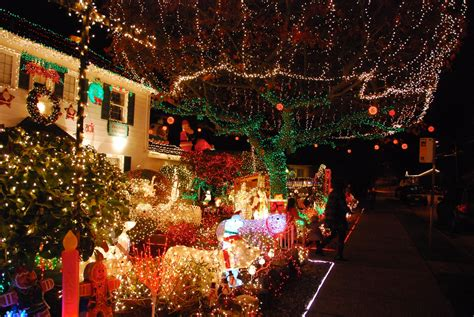 west seattle christmas lights the menashe family lights are a west seattle tradition robinson photos