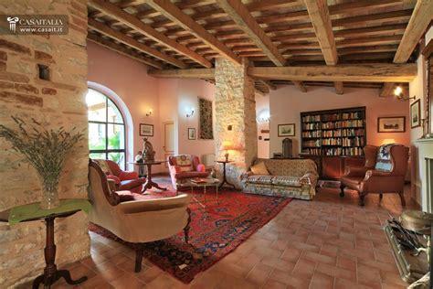 appartamenti a in vendita casale con 4 appartamenti in vendita vicino spoleto