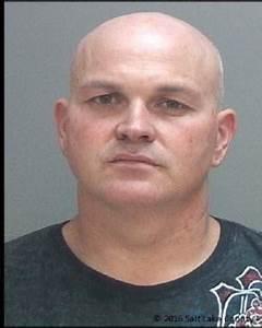 Busted: Violent ex-con's wig fools no one as cops arrest ...