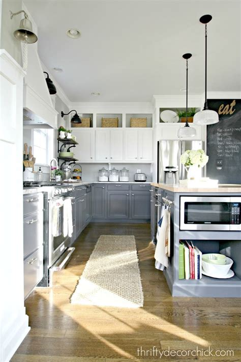 fab farmhouse kitchen makeovers   painted