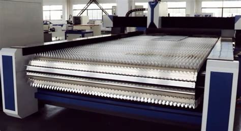 automatic metal coil feed fiber laser cutting machine  rolling table nanjing prima cnc
