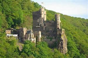 Castle along the Rhine River | Castles and Churches ...