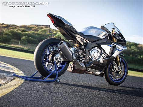 Yamaha R1m Hd Photo by 2015 Yamaha Yzf R1 R1m Ride Photos Motorcycle Usa