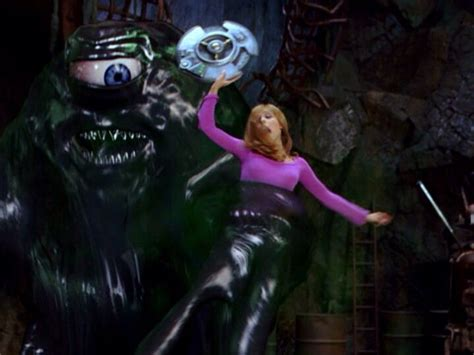 daphne caught  tar monsters trap scooby doo
