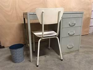 Chaise Bureau Industriel : ancien bureau industriel complet avec une chaise de ~ Teatrodelosmanantiales.com Idées de Décoration