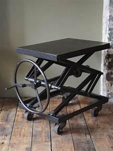 Table Basse Ancienne : ancienne table elevatrice d 39 atelier console ou table basse ~ Dallasstarsshop.com Idées de Décoration