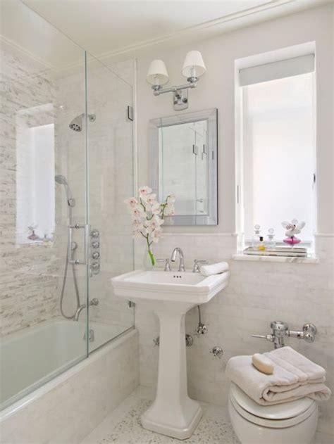 Small Traditional Bathroom Design Ideas, Renovations & Photos