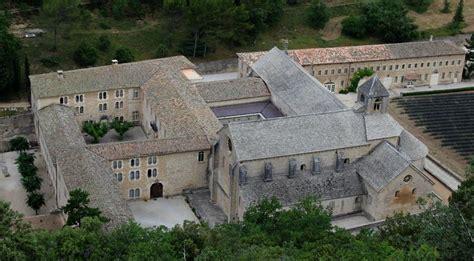 table et chambre d hote l abbaye de sénanque chambres d 39 hôtes en provence