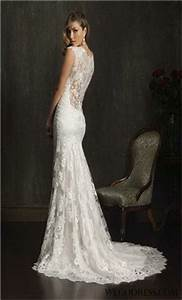Mermaid wedding dress form fitting figure flattering for Form fitting lace wedding dresses
