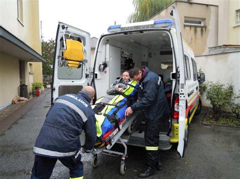 auxiliaire ambulancier salaire combien gagne un ambulancier salaire net moyen revenu brut
