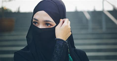 inilah kriteria wanita shalehah  tertulis jelas