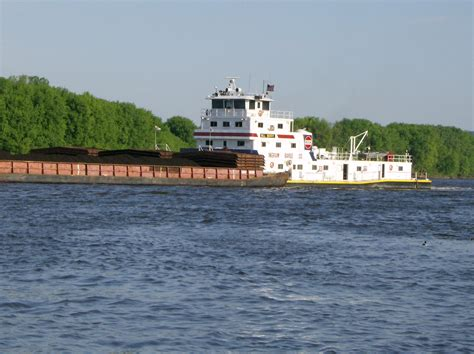 Tow Boat History by File River Towboat Dbq Ia Jpg