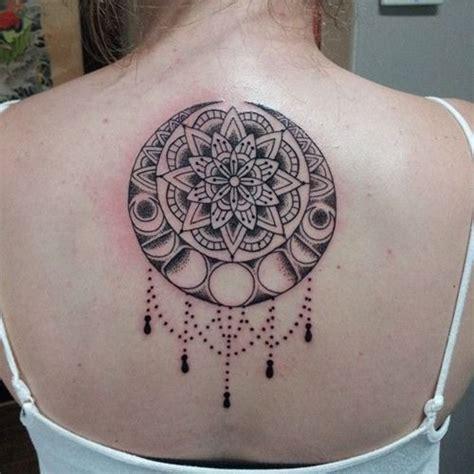 idee tattoo haut du dos femme mandala tatouage femme