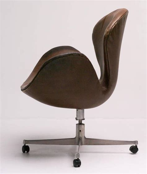 swan desk chair by arne jacobsen in original