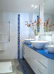 decorating with blue and white With salle de bains mosaique