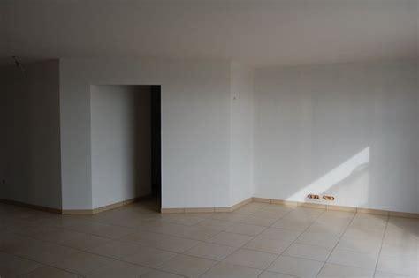 pose des plinthes carrelage construction de ma maison en