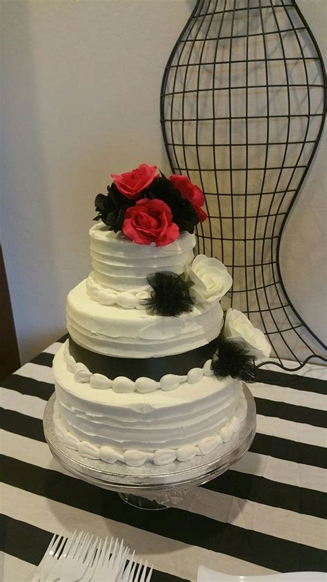 sams club  tier cake       texture   icing  add christmas
