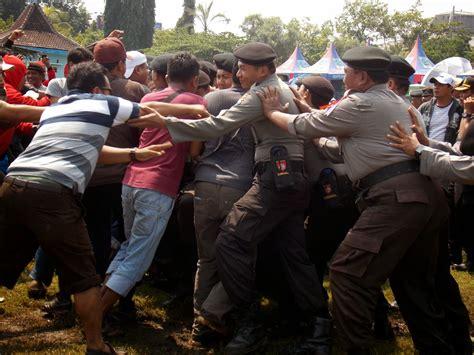 zadunia indonesia menghadapi hutangan negara