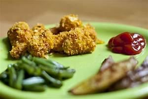 Easy Crispy Chicken Nuggets | My Little Gourmet