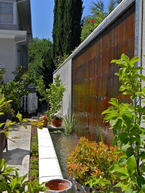 amazing outdoor water walls   backyard digsdigs