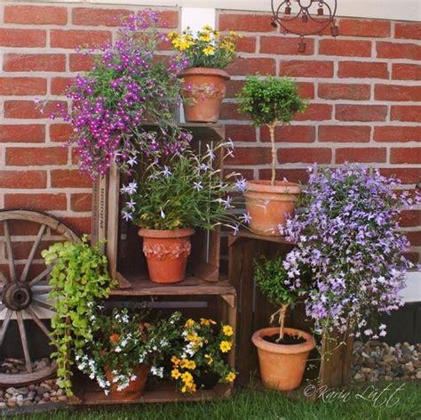 deko mit alten büchern deko mit alten obstkisten flowers garden deko in home garten deko ideen garten