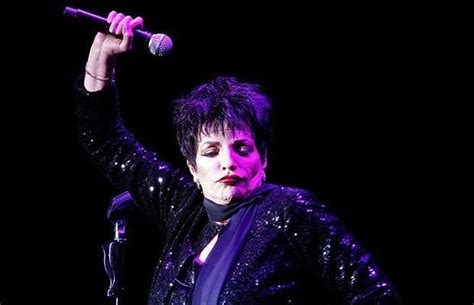 Liza may minnelli is an american actress and singer. Liza Minnelli, Hampton Court Palace Festival 2012, review ...